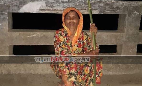 এক নারীকে জঙ্গলে ফেলে গেল স্বামী-সন্তান : করোনা সন্দেহে